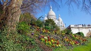 """کلیسای """"ساکره کُر"""" در محلۀ مونمارت پاریس"""