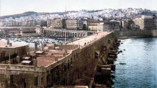 Le port d'Alger vu depuis le phare (1890-1905).
