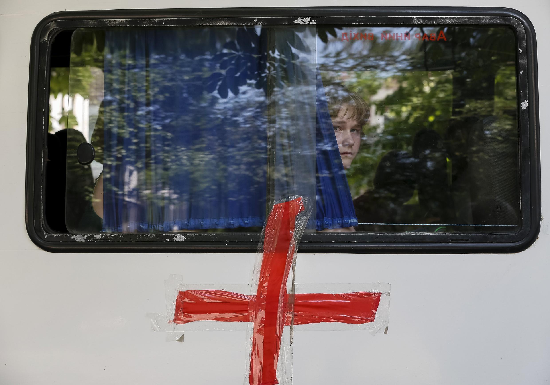 Автобус с детьми выезжает из Славянска. 7 июня.