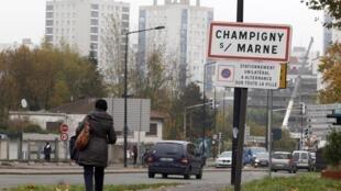 Âgé de 22 ans, Mickaël Dos Santos est originaire de Champigny-sur-Marne, en banlieue parisienne.