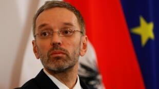 C'est le ministre de l'Intérieur autrichien, Herbert Kickl qui voudrait baisser les salaires des demandeurs d'asile à 1,50 euro de l'heure.