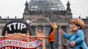 Protestos contra o TTIP em Berlim no dia 9 de outubro de 2015.