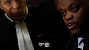 Bley Bilal Mokono (d), ex-boxeur blessé au Stade de France a pris la parole ce mardi (ici avec son avocat Mehana Mouhou, le 24 janvier 2018, au palais de justice).