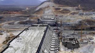 Le barrage de la Grande renaissance construit en Ethiopie dans la région de Benishangul Gumuz, sur le Nil Bleu. « L'Ethiopie et le Kenya investissent massivement dans les infrastructures pour soutenir leur croissance ». Photo prise en mars 2015.