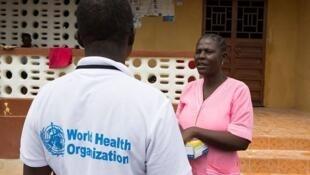 A OMS alerta que o vírus Ebola continua se espalhando com força em Serra Leoa.