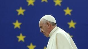Le pape François, devant le Parlement européen, a comparé l'Europe vieillissante à «une grand-mère» affaiblie.