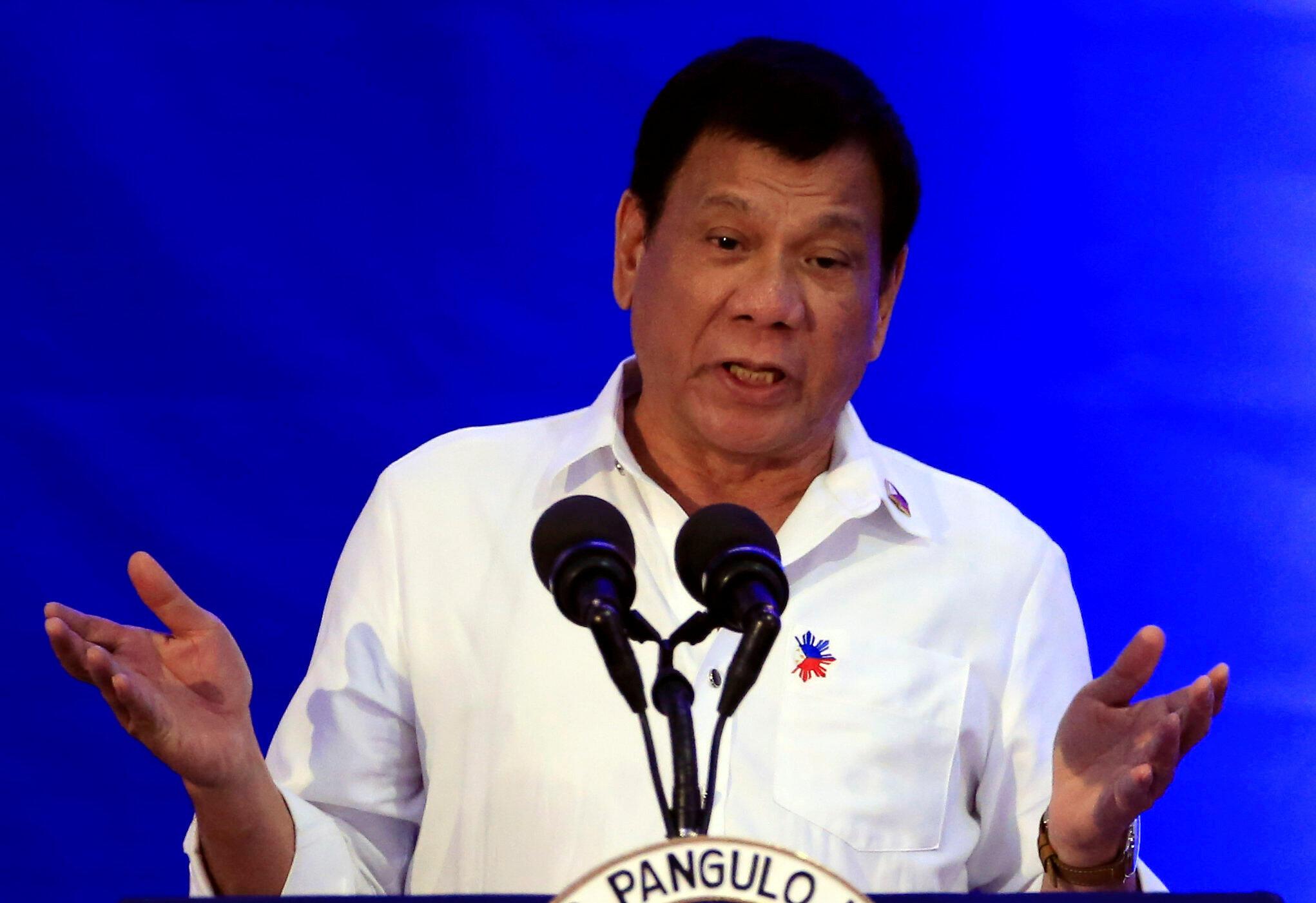 លោកប្រធានាធិបតីហ្វីលីពីនទី១៦ Rodrigo Duterte ដែលទើបនឹងឡើងកាន់អំណាចកាលពីដើមឆ្នាំ ២០១៦ កន្លងទៅនេះ បានមកដល់ប្រទេសកម្ពុជាកាលពីល្ងាចថ្ងៃអង្គារម្សិលមិញ ដើម្បីបំពេញទស្សនកិច្ចផ្លូវរដ្ឋរយៈពេល ២ថ្ងៃ គឺថ្ងៃទី ១៣ និងទី ១៤ធ្នូ។