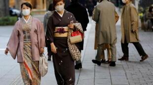 2020-11-13T035538Z_866890613_RC232K95G6G3_RTRMADP_3_HEALTH-CORONAVIRUS-JAPAN
