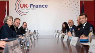 """O """"Tratado de Sandhurst"""" foi assinado na quinta-feira (18) para """"melhorar a gestão técnica e operacional da fronteira comum"""", que se situa em Calais"""