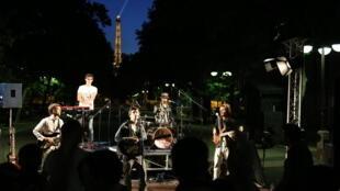 Một ban nhạc chơi trong ngày Hội Âm nhạc, đêm 21/06/2015, Paris.