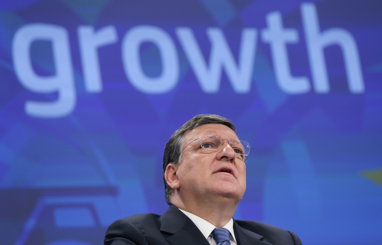 Les fonctionnaires européens sortent de leur réserve habituelle pour dénoncer le recrutement de José Manuel Barroso par la banque d'affaires Goldman Sachs.