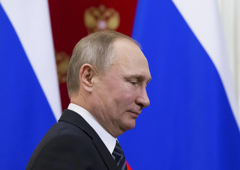 Французская Le Monde рассказывает, каким образом российские СМИ превратились в самый эффективный «инструмент влияния» в руках Кремля с приходом к власти Владимира Путина.