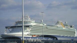 Le navire de croisière MS Azura, ancré à Southampton sur la côte sud du Royaume-Uni, en 2010.
