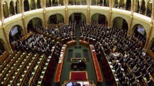Toàn cảnh một phiên họp Quốc hội Hungary bàn sửa đổi Hiến pháp hôm 18/4/2011.