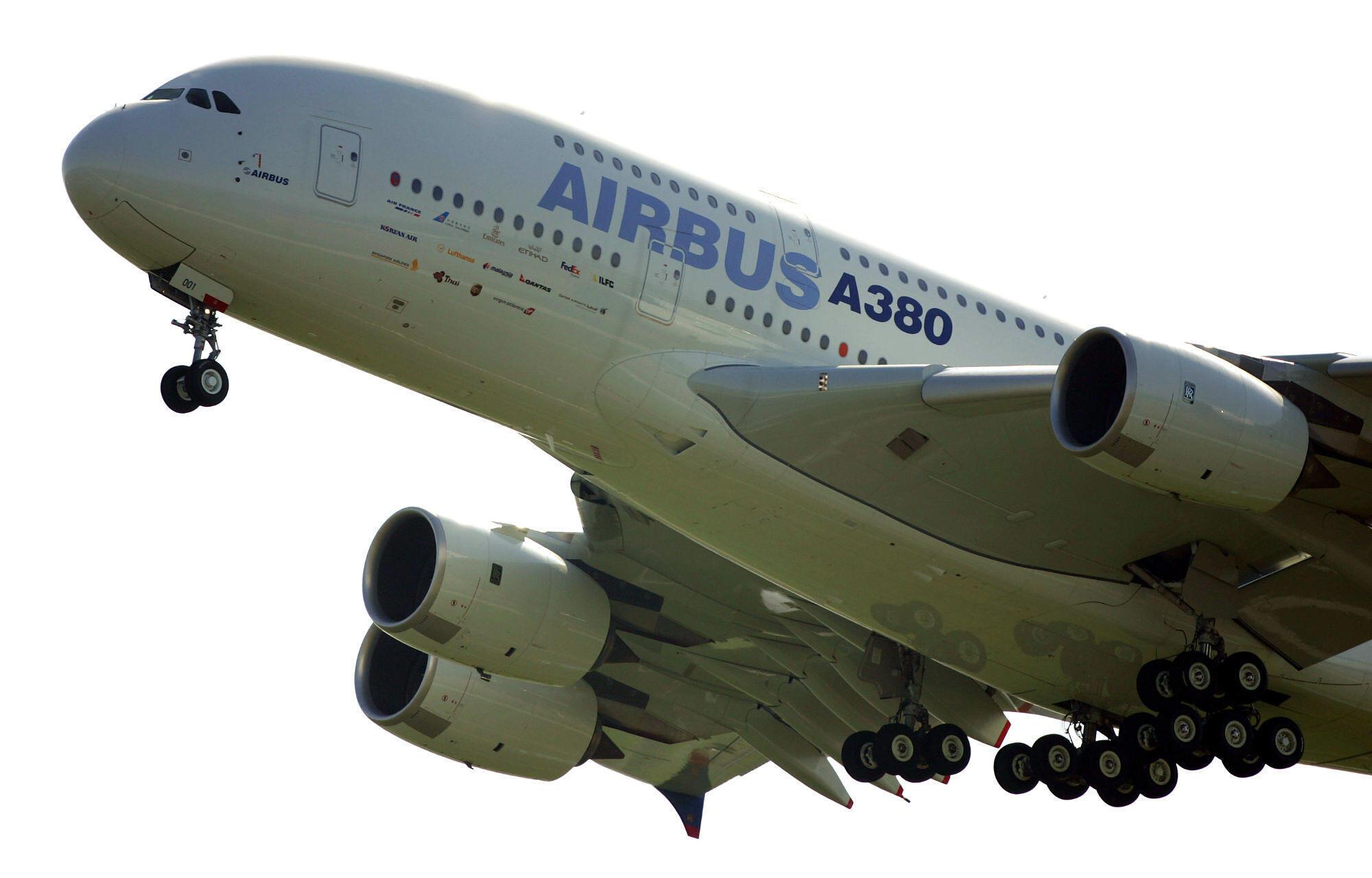 Airbus A380đầu tiên bay thử ngày 27/04/ 2005.