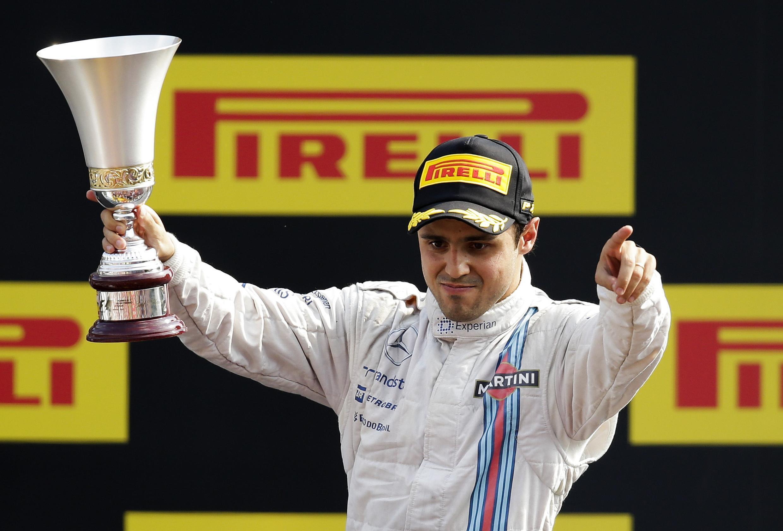 Felipe Massa celebra terceiro lugar no pódio no circuito de Monza, na Itália