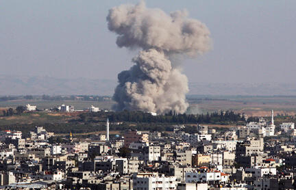 Jeshi la Israeli likiendesha mashambulizi ya anga katika ukanda wa Gaza.