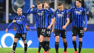 Le Croate Josip Ilicic fête avec ses coéquipiers de l'Atalanta Bergame la nette victoire glanée contre le FC Valence en Ligue de