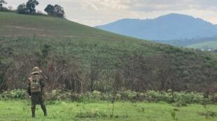 Militaire des FARDC en patrouille sur les hauts plateaux du Sud-Kivu, en octobre 2020 (image d'illustration).