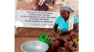 Bénin - rituel du modelage des fesses