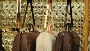 Les sacs à main de luxe figurent parmi les produits qui pourraient être taxés par Washington (image d'illustration).