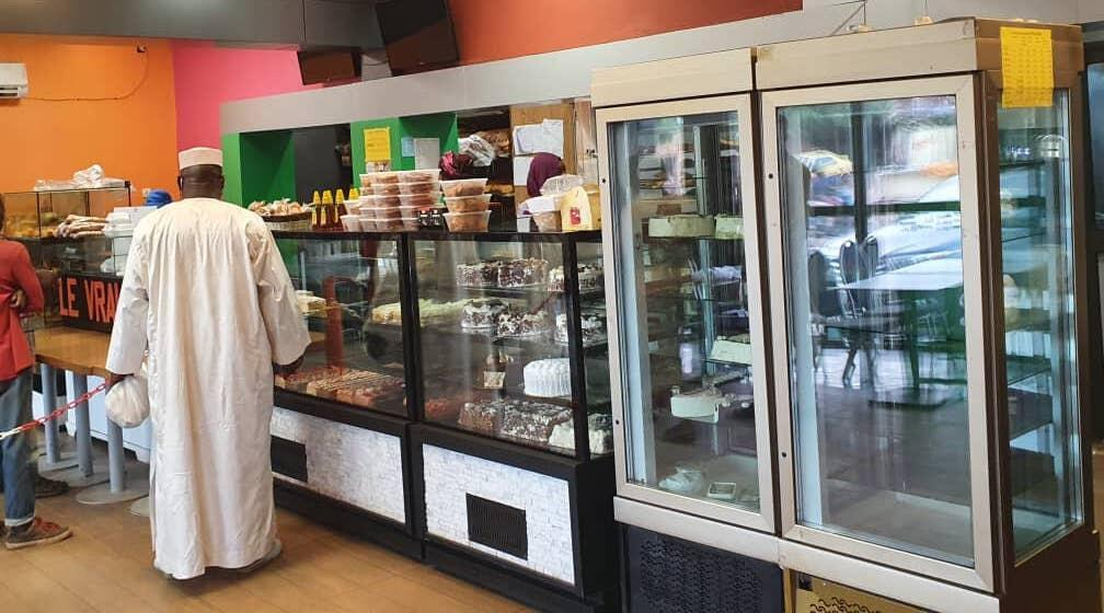 Seydou Badini dans la boulangerie.