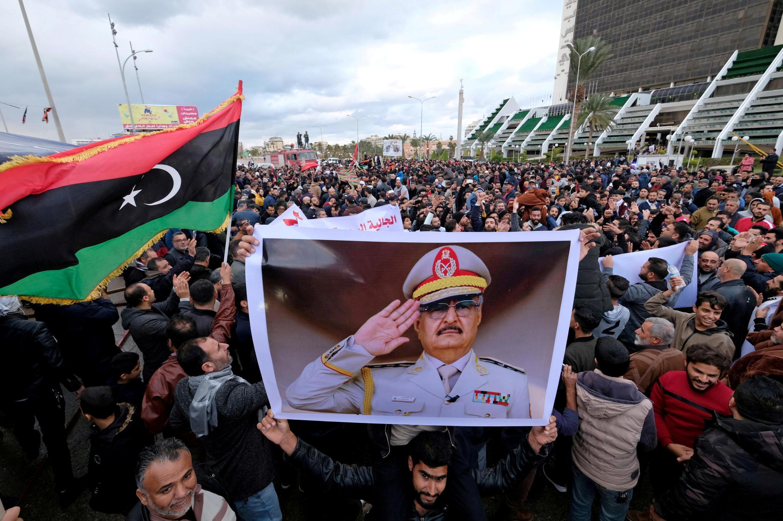 Người biểu tình ở Benghazi (Libya) ngày 03/01/2020 phản đối quyết định của Quốc Hội Thổ Nhĩ Kỳ gởi quân sang Libya.