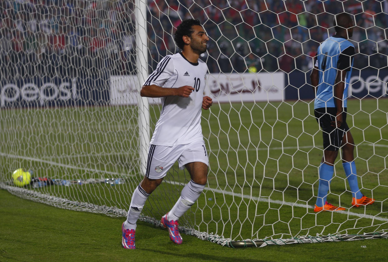 L'Egyptien Mohamed Salah célèbre un but face au Botswana.
