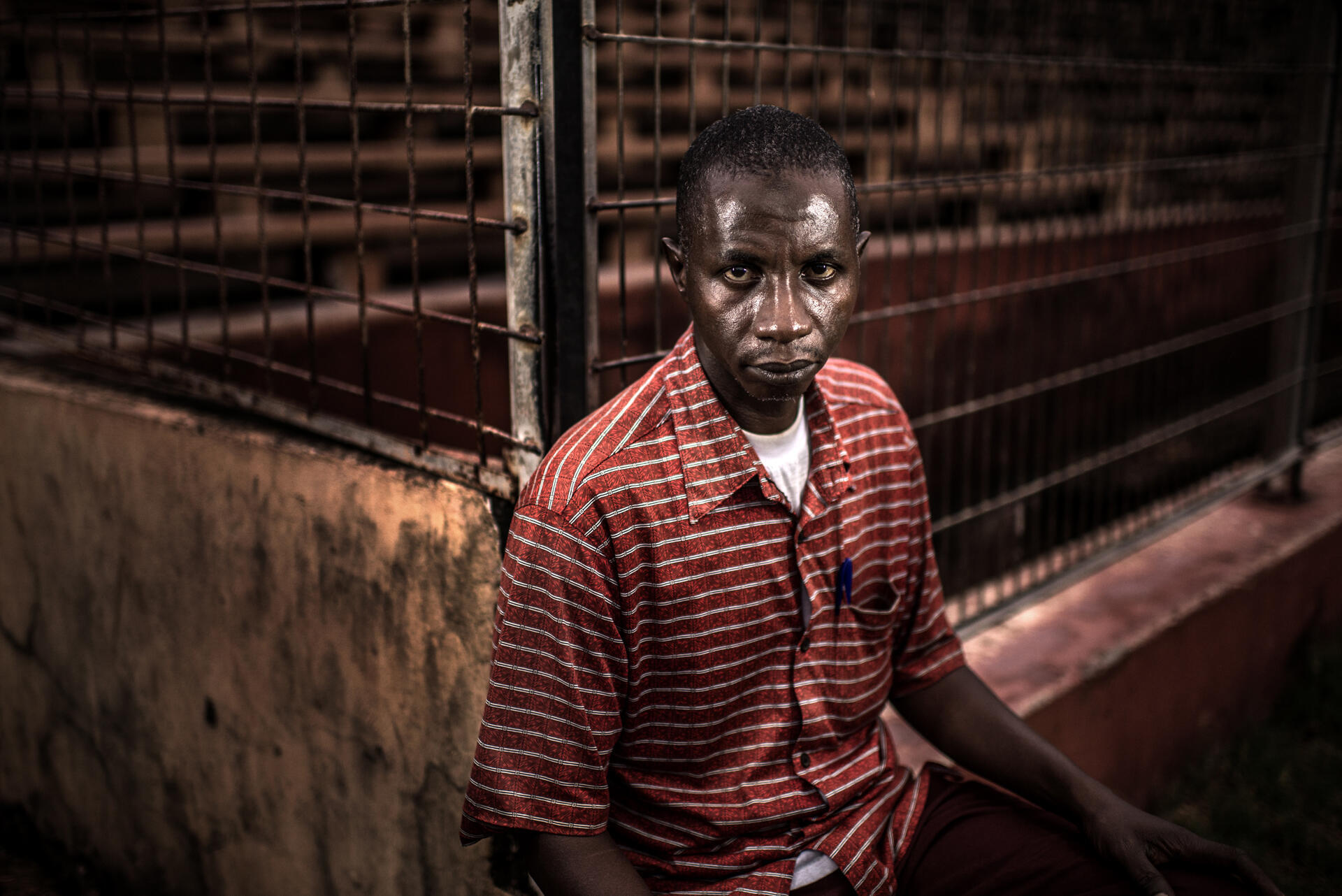 Mamadou Saliou Diallo, à la sortie du stade où il a été presque piétiné à mort lors du massacre du 28 septembre.