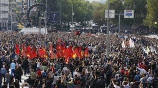 A Ankara dimanche 11 octobre, les Turcs se sont réunis pour rendre hommage aux victimes du double attentat.
