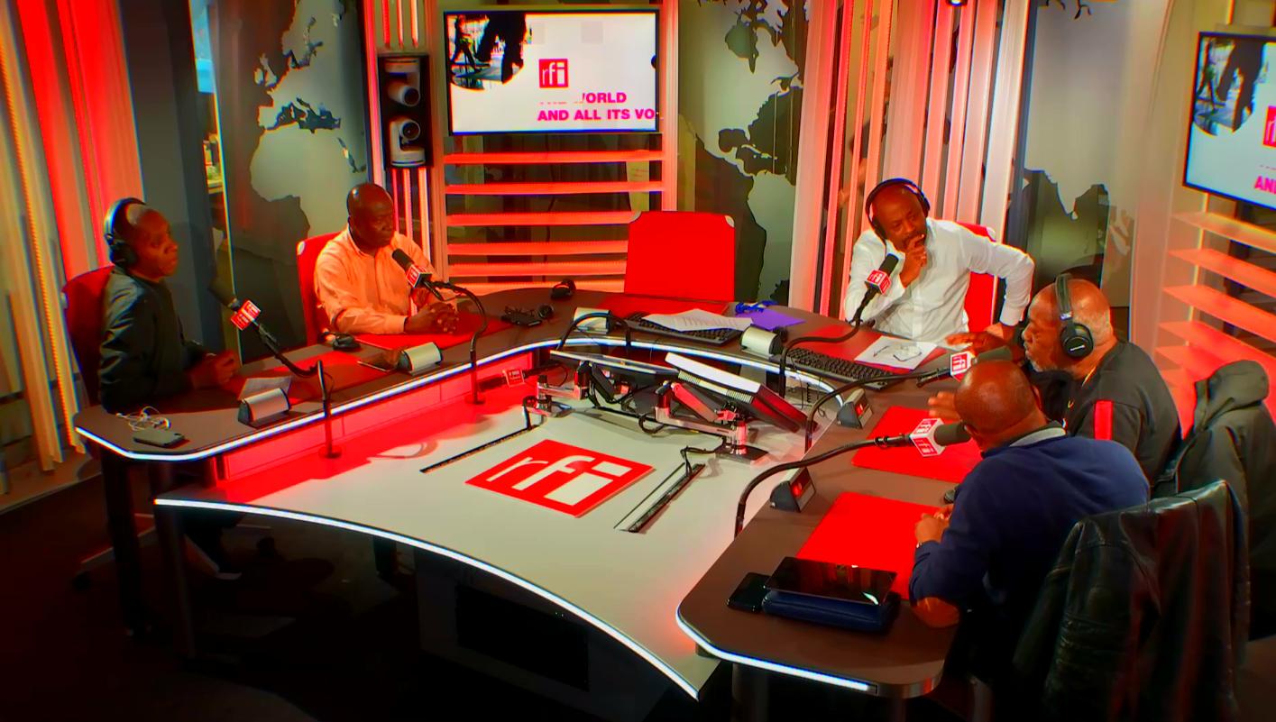 Alain Foka reçoit Claudy Siar, Sam Mbende, Jacob Desvarieux et A'Salfo dans le studio 51 de RFI.