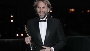 """El dramaturgo y director de cine francés Florian Zeller recibió el Oscar al Mejor guion por """"El padre""""."""
