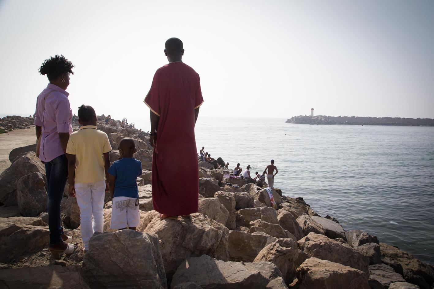 Nous sommes le 12 juillet 2016. F. a décidé de lancer A. sa femme et leurs deux enfants sur la route vers l'Europe via la Libye. Une décision très compliquée à prendre après plusieurs années de vie ensemble, à 4, en Algérie.