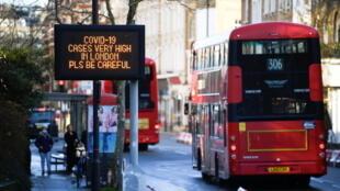 Novo lockdown, adotado às pressas neste sábado (19), passou a vigorar em Londres e no sudeste da Inglaterra.