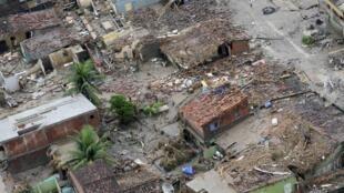 Imagem das enchentes em Barreiros, no estado de Pernambuco.