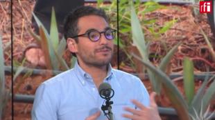 Domingo García es sociólogo y especialista del mezcal. En Escala en París, explica cómo este alcohol mexicano refleja la historia de su país de orígen.
