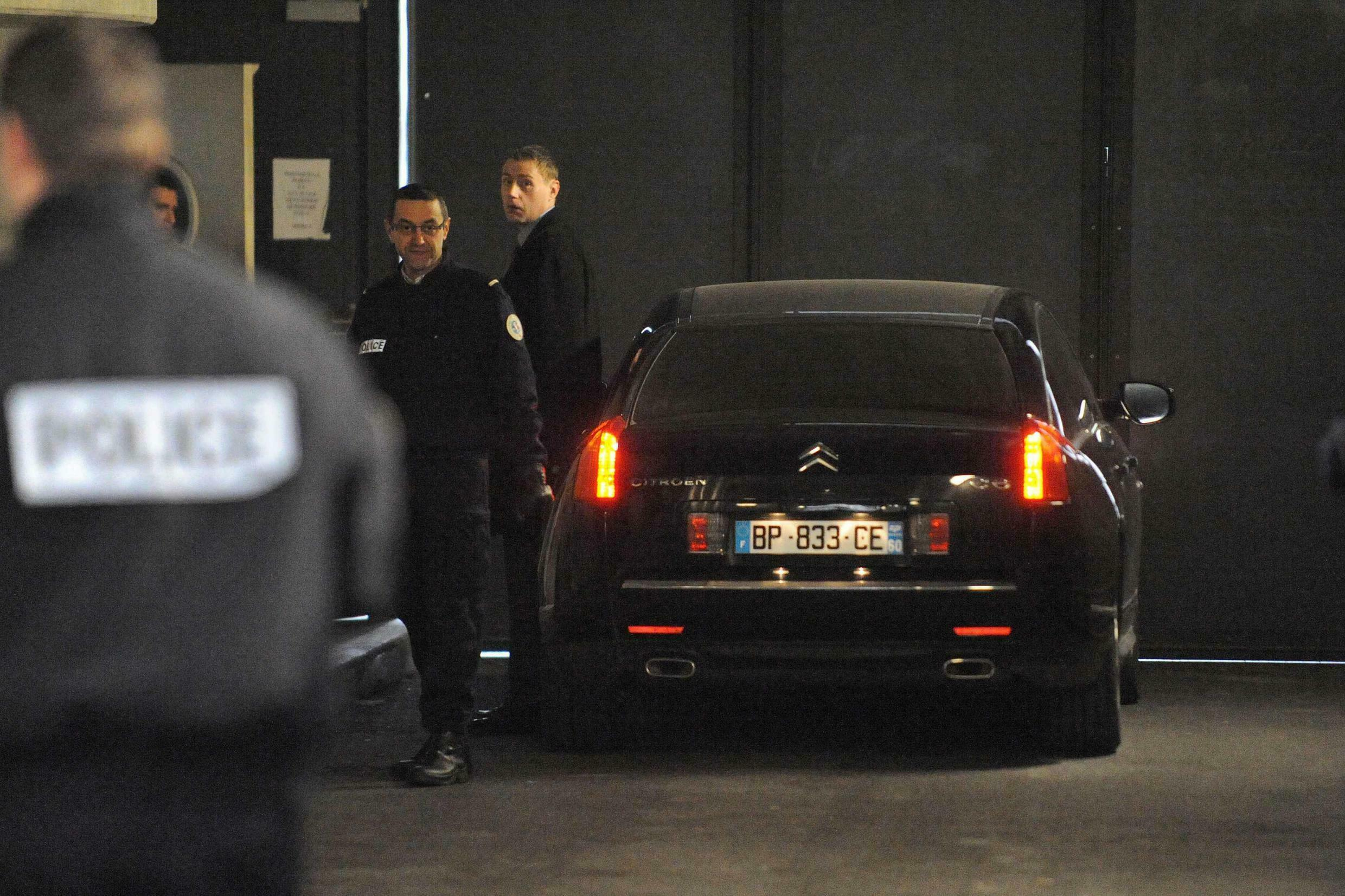 Ex Minister arrives at the tribunal in Bordeaux