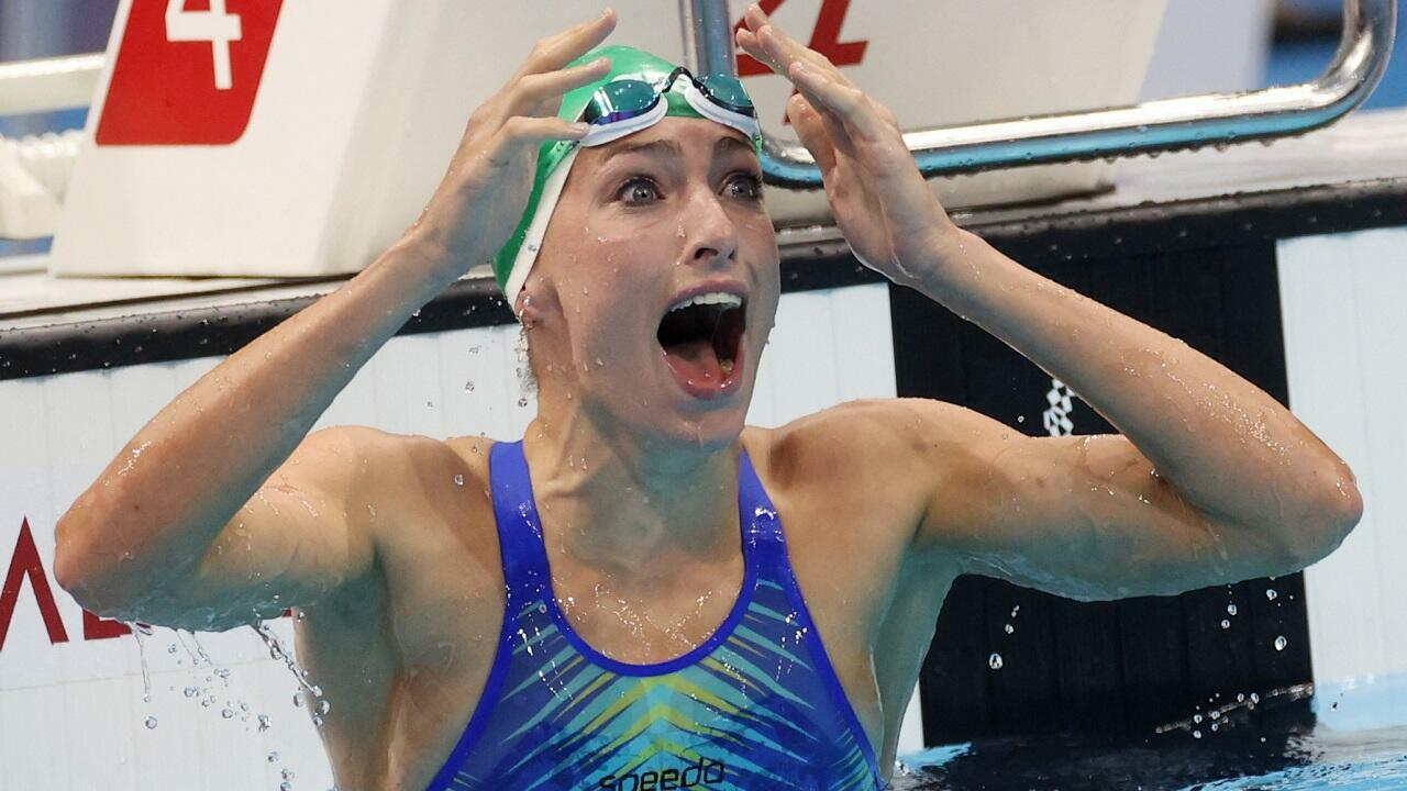 La Sud-Africaine Tatjana Schoenmaker juste après avoir remporté la médaille d'or et battu le record du monde du 200m brasse à Tokyo, le 30 juillet 2021.