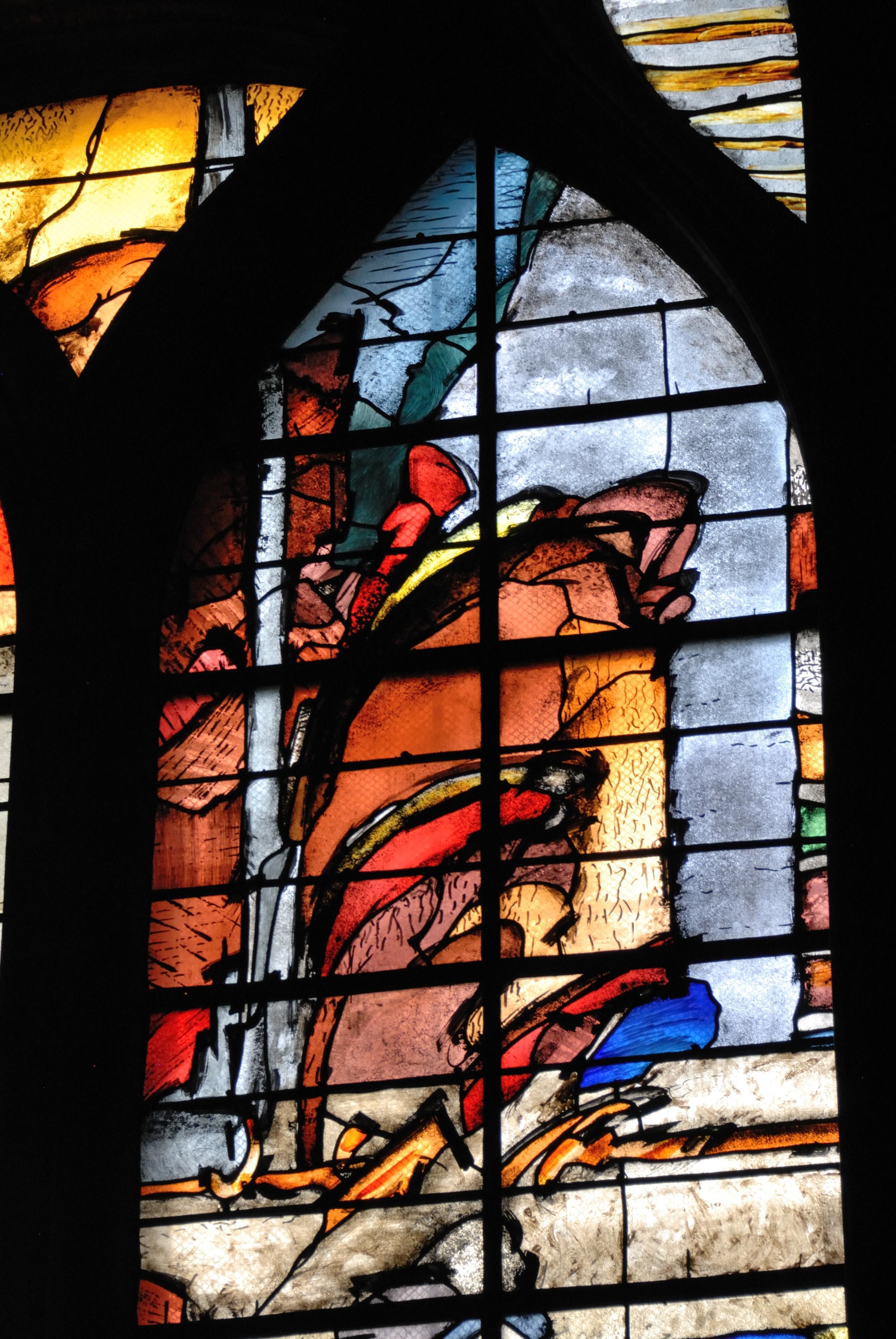 Détail du vitrail de la chapelle commémorative du bombardement du 29 mars 1918 à l'église Saint-Gervais.