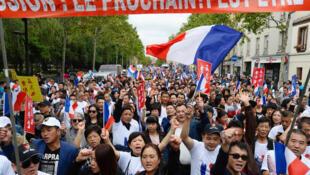 資料圖片:2016年8月21日巴黎華人集會示威,抗議頻繁遭到暴力襲擊。