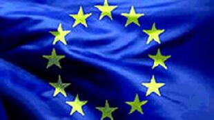 La economía de la zona euro se  contraerá un 0,3% en 2012 pero empezará a recuperarse hacia mediados de año y  en 2013 crecerá un 1%, según proyecciones divulgadas el 11 de mayo de 2012 por la  Comisión Europea en Bruselas.