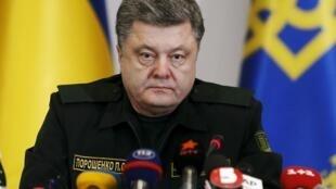 Tổng thống Ukraina Petro Porochenko trong một buổi nói chuyện với đơn vị quân đội hôm 14/2/2014.