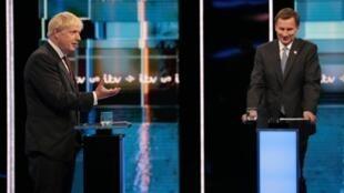 Boris Johnson na Jeremy Hunt, wagombea ambao mmoja wao anatarajia kumrithi Theresa May kama waziri mkuu mpya wa Uingereza, wakati wa mjadala wa televisheni, Manchester Julai 9, 2019.