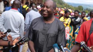 Le président burundais élu Évariste Ndayishimiye lors de son arrivée au bureau de vote, le 20 mai 2020 à Gitega au Burundi.