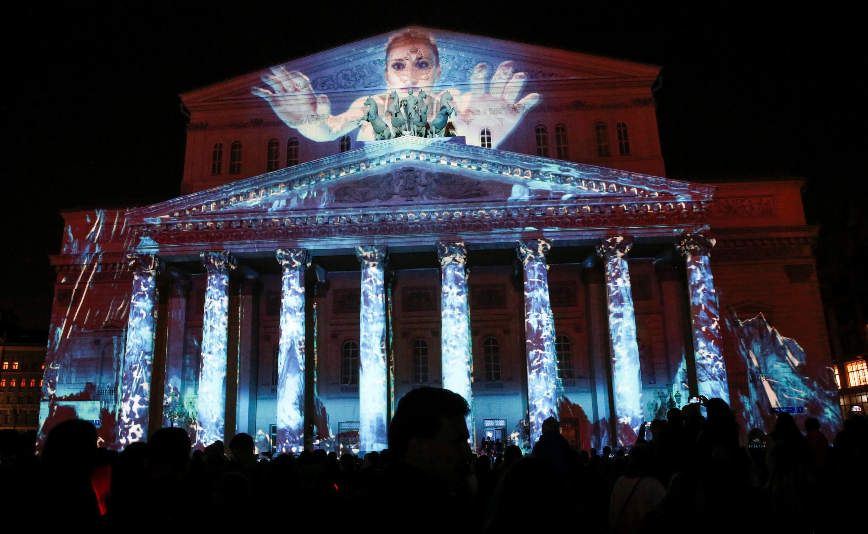 Fachada do mundialmente conhecido Teatro Bolshoi em Moscou, Rússia, iluminada em 23/09/2017.