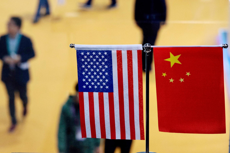 2018年11月6日在上海舉行的首次中國國際進口博覽會會場的中美國旗。