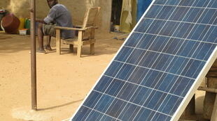 Du dɔ ''Bamako'' kɔ fɛ Mali la, u bɛ ''Courant'' sɔrɔ ni '' panneaux solaires'' de ye.