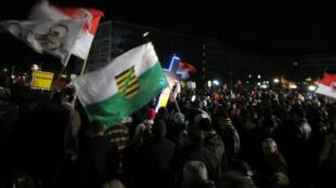 Manifestants à Dresde du mouvement Pegida contre « l'islamisation de l'Occident ».
