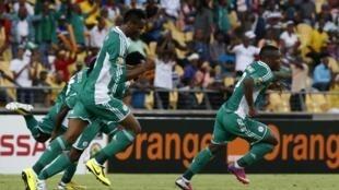 'Yan wasan Najeriya suna murnar lashe wasansu da Cote d'Ivoir inda suka ci 2-1