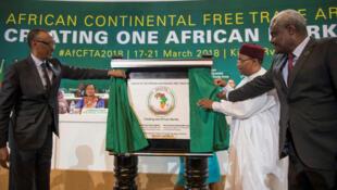 Líderes africanos lançam a Área de Livre Comércio Continental Africana - ALCCA - na cimeira da União Africana em Niamey, no Niger a 7 de julho de 2019.